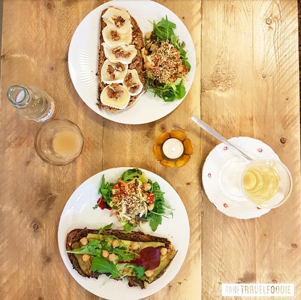 organic vegetarian cafe pleiade tilburg lunchroom