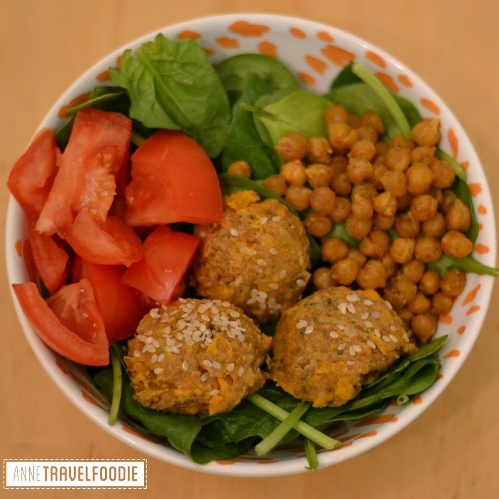 salad bowl falafel chickpeas