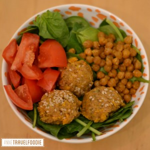 salad bowl falafel chickpeas