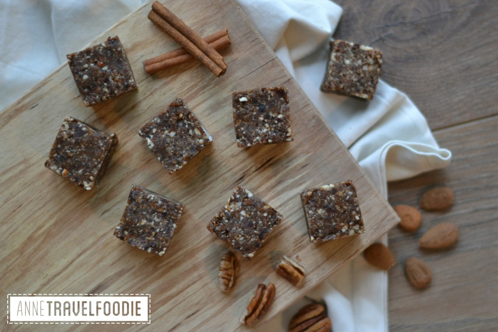 raw vegan pumkin spice bars