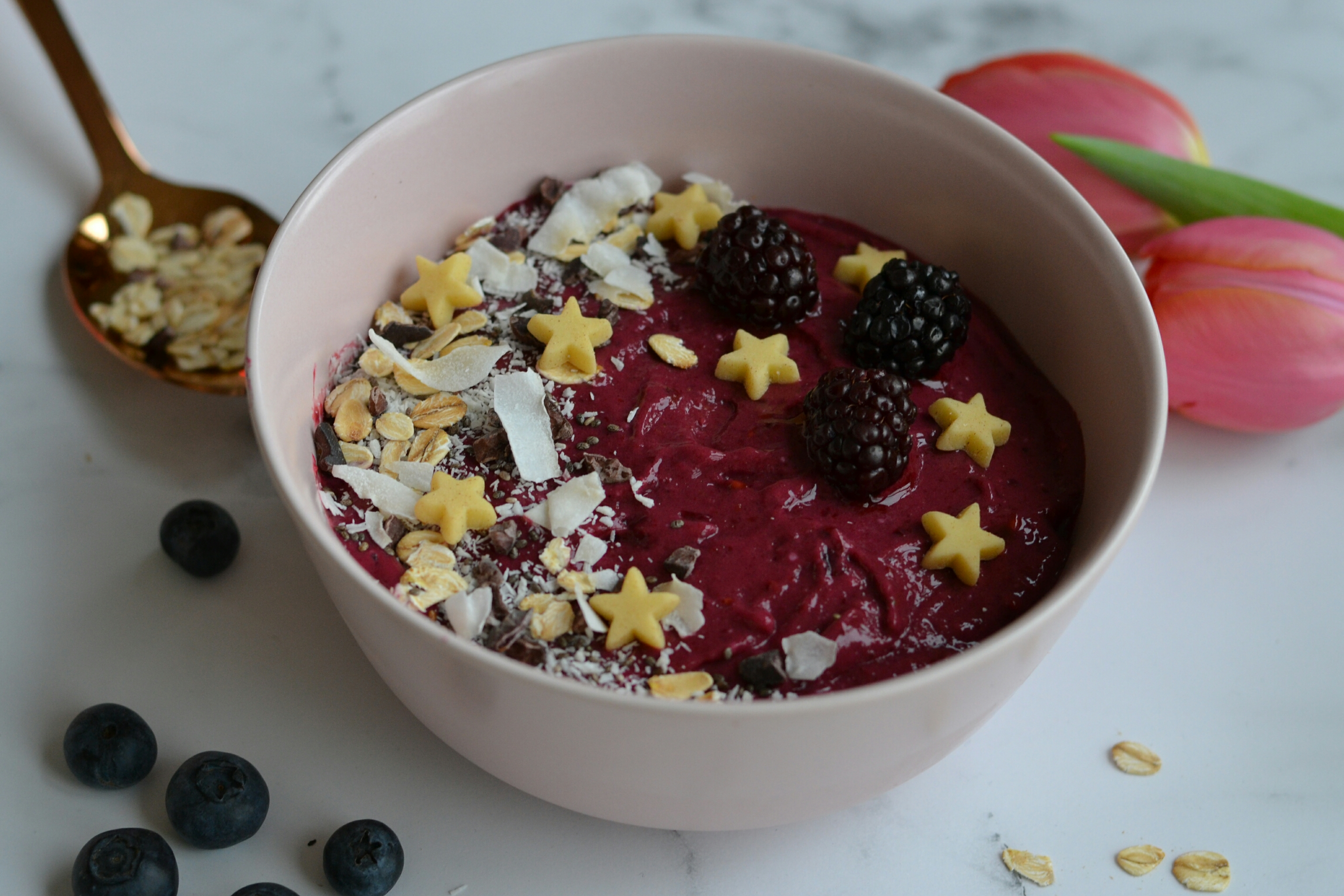vegan blackberry smoothie bowl
