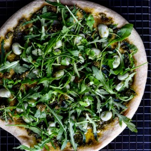 vegan green pizza with pesto, rocket and green beans