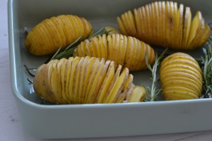 vegetarian vegan recipe hasselback potatoes