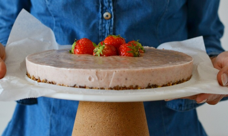 strawberry cake raw vegan gluten free sugar free