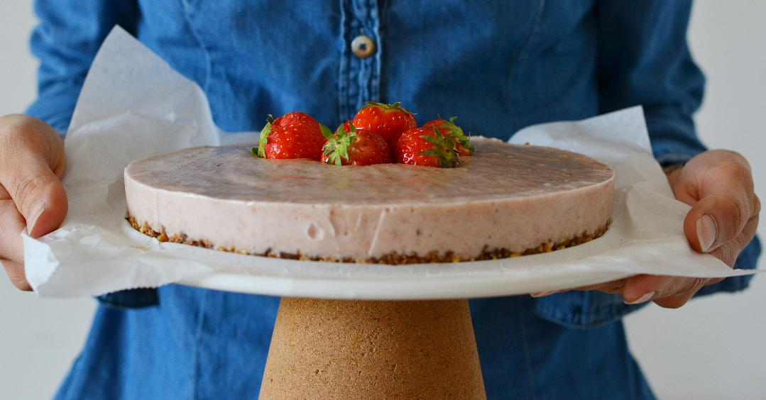 strawberry cake raw vegan gluten free sugar free
