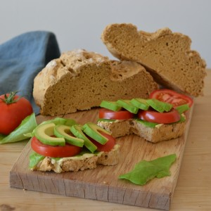 gluten free bread hummus lettuce avocado tomato